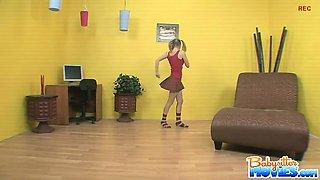 Babysitter Jaelyn is dancing around singing her favorite