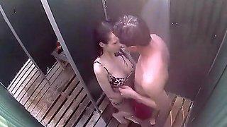 Voyeur caught a blowjob in a beach cabin