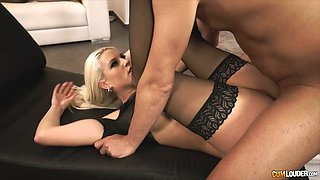 Blonde gal with the best ass getting penetrated just like she wanted
