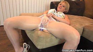 American milf andi james rubs her pantyhosed pussy
