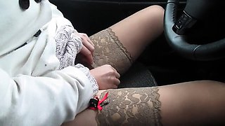 Amateur hottie in nylons rubs her fiery peach in the car