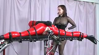 Machine and strap-on fucking !!!