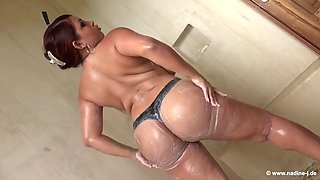 004 Isabel Rivas (dominican poison mizz issy) i takes a shower