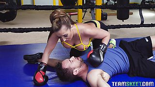 Kinky boxing session turns into hardocre pussy ramming with Richelle Ryan