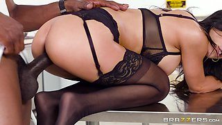 Tia Cyrus wants to feel a black lover's dick between her legs