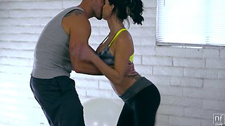 Wild fucking in the home gym with fit housewife Peta Jensen