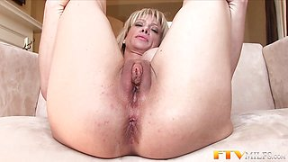 Kinky Milf shows massive clit