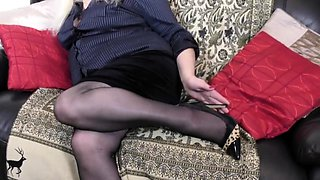 British curvy housewife Cindy goes wild