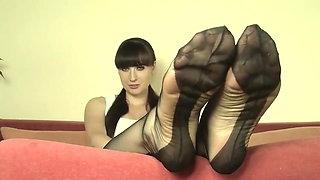 Mistress Weronika in nylon feet