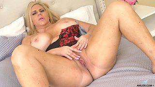 Zealous chubby lady with huge ass Karen Fisher desires to masturbate a bit