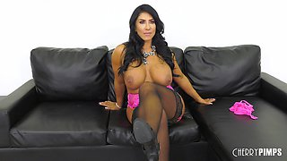 Curvy caramel-complexioned Raven Hart having her twat dicked