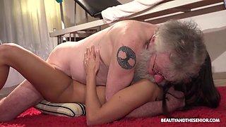 Fresh pussy rejuvenates old citizen&#039s old cock