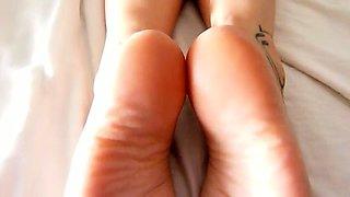 Amateur slut gets her lovely feet covered in hot jizz