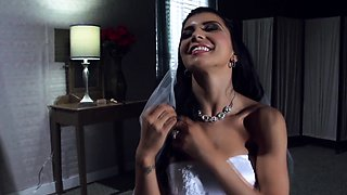 Real cougar bride gets facialized