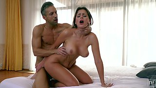 Wife Vittoria Dolce drops her panties to have morning sex