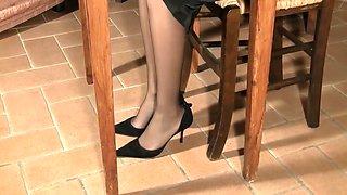 Brunette Secretary Chiara Pantyhose Feet
