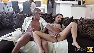 Daphne Klyde In Dad Takes Part In Spontaneous Sex With Beauty