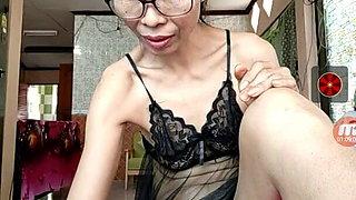 Thai mature Eva shows off