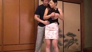 Young son seduce his Japanese stepmom after dad just go work FULL HERE : tiny.cc/d0659y