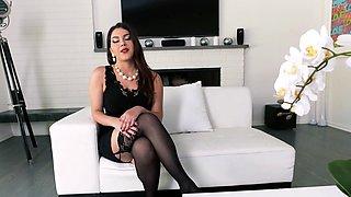 The Italian Footjob w Valentina Nappi