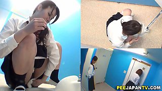 Teen Asian schoolgirls taking a piss in the toilet
