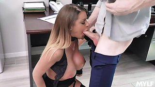 Scorching hot secretary Brooklyn Chase wants to fuck at work