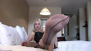 Mistress Eleise de Lacy Sweet Scented Nylons